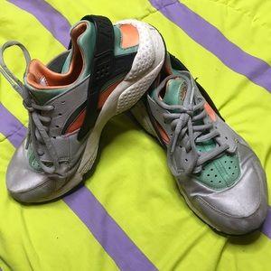 Green, orange & gray Nike huaraches !
